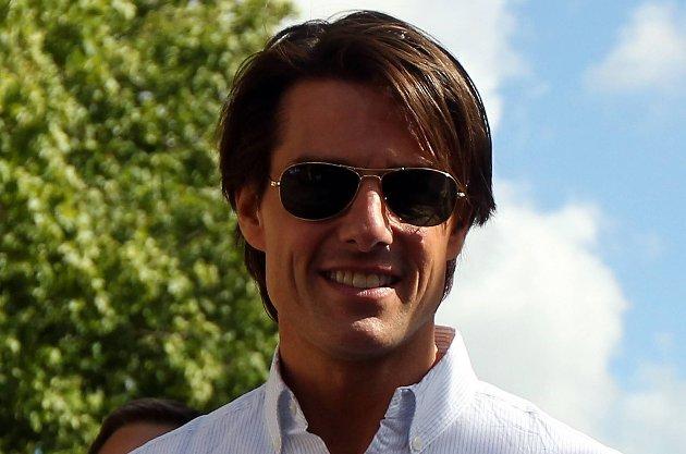 Tom Cruise skiller seg.