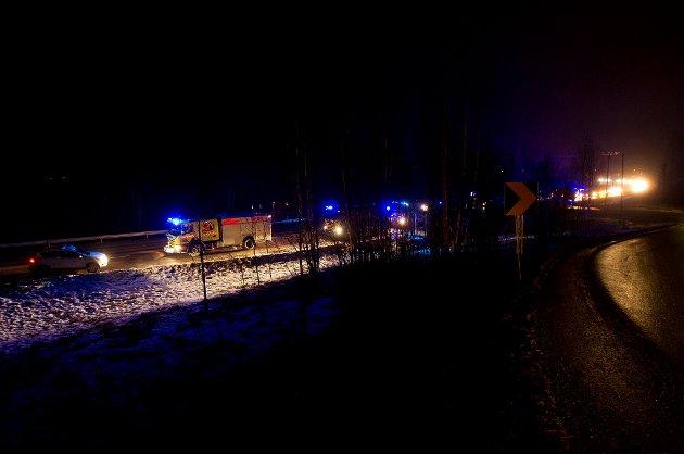Politiet sperret trafikken i begge retninger forbi Renor.
