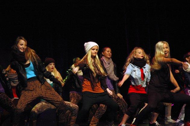 Ringerike Ballettskole & Dance Center har mange dansere som gleder seg til å vise seg fram. Her fra juleforestillingen.