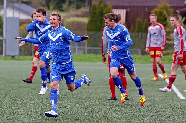 Sarpsborg 08 vant 2-0 borte mot Strømmen søndag. Her jubler Niclay Solberg for 1-0-målet tidlig i 2. omgang. (Foto: Thomas Andersen)