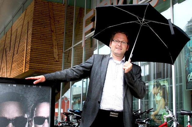 Geir Martin Jensen er kinodirektør i Tromsø og jubler når været er grått.