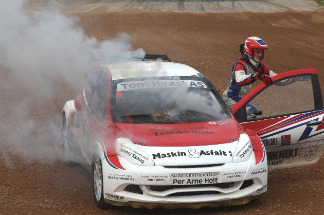 BRANN: En turboslange gjorde at bilen til Mats Lysen tok fyr under EM-runden i Ungarn.