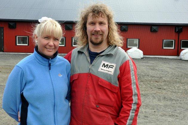 Kirsti Pia og Leif Kåre Halvorsen deltar gjerne for å profilere melkeproduksjonen. Snart kommer de på pakkene med skummet melk.