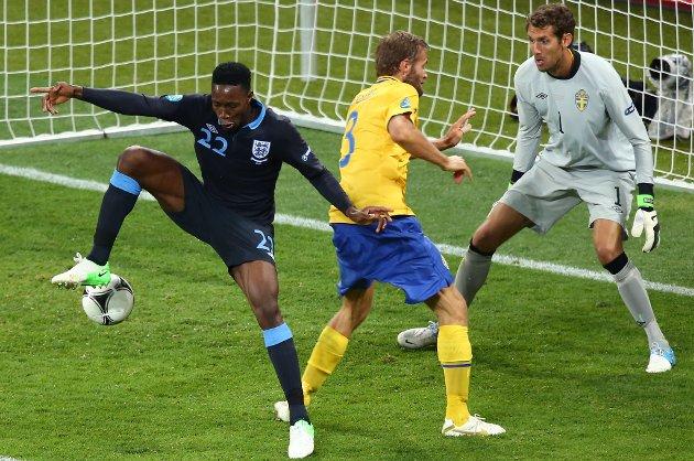 Danny Welbeck setter inn 3-2 for England mot Sverige.