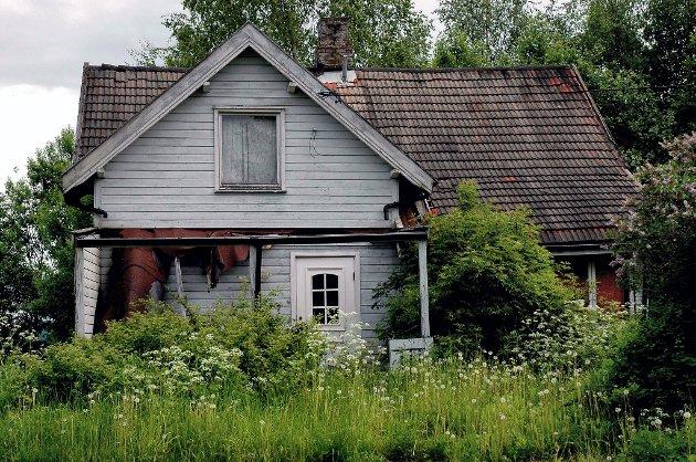 Dette huset  i Kjerkevegen på Råholt gis bort. Men du må hente det selv.