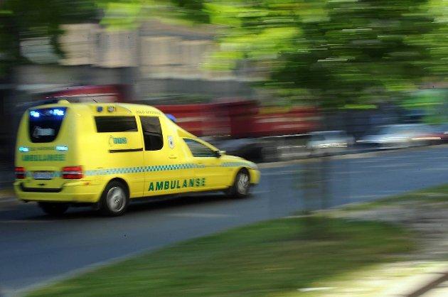 En kvinnelig bilfører ble sittende fastklemt etter en trafikkulykke på E16 ved Bolstadøyri i Voss kommune fredag.
