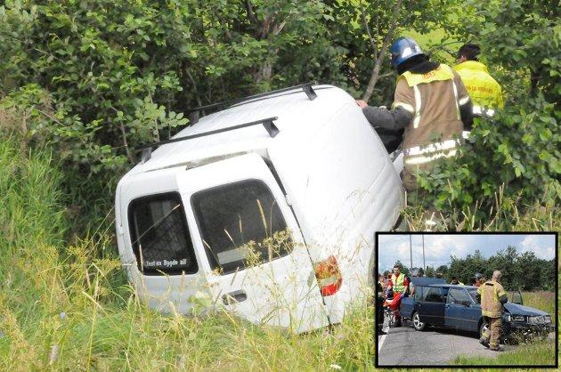 Bilen som havnet i grøfta traff et tre, og føreren er sendt til Ullevål sykehus.