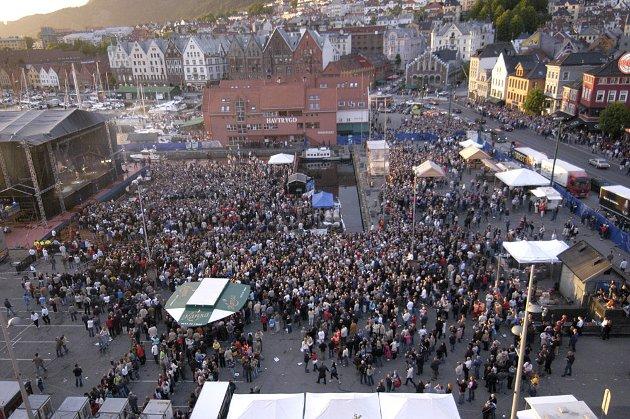 A-ha gikk på scenen på Vågen klokken 2215 fredag.