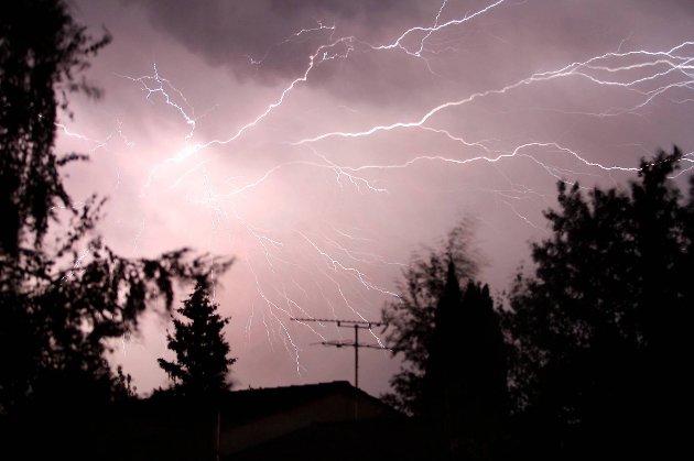 Forsikringsselskapene har de siste årene registrert rundt to til tre tusen branner som følge av lynnedslag.