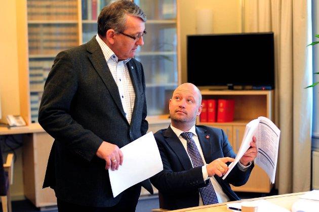 Anders Anundsen fra Frp er leder i Stortingets kontroll- og konstitusjonskomité. Her i samtale med Høyres Per-Kristian Foss.