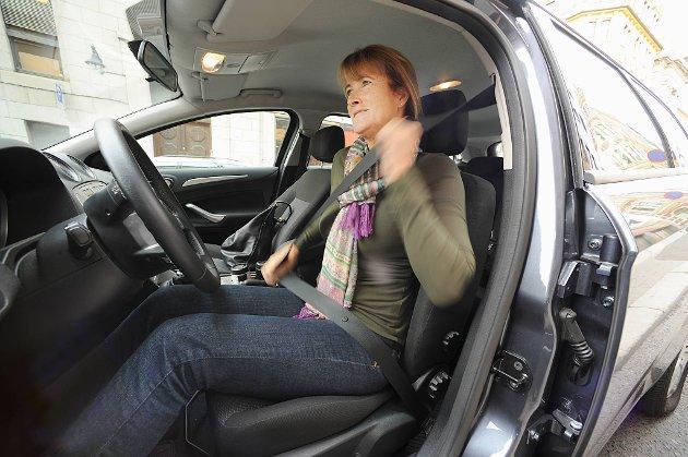 Trygg Trafikk-direktør Kari Sandberg ønsker at 17-åringer skal få kjøre bil alene.