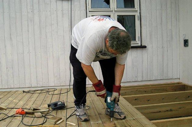 Folk er allerede i full gang med sesongens byggearbeider. Det har vært rekordsalg i byggevarebranjsen i vår.