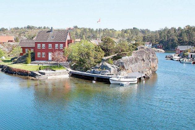 Denne strandeiendommen på Sandøya utenfor Tvedestrand ble solgt for nesten det dobbelte av takst.