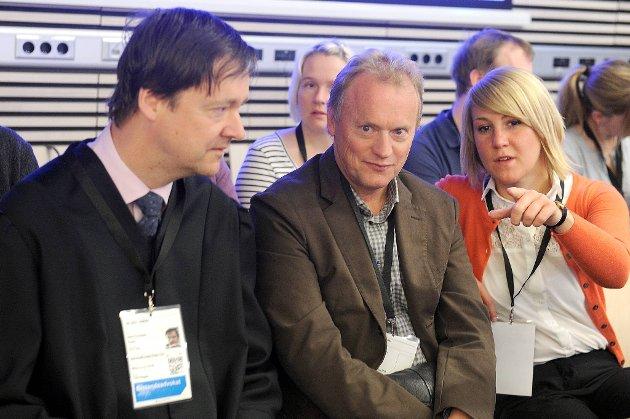 Generalsekretær Tonje Brenna i AUF forklarte seg i retten onsdag. Her sitter hun sammen med generalsekretær i Arbeiderpartiet, Raymond Johansen og bistandsadvokat John Christian Elden.