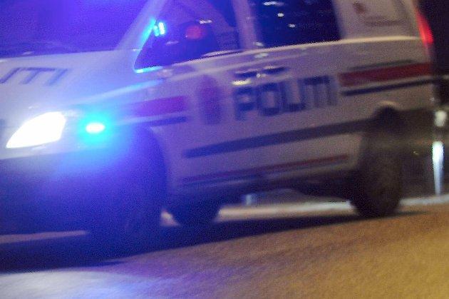 Berusede skatere hang på bil i Mo sentrum.