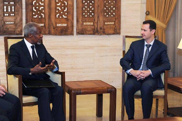 FNs Syria-utsending Kofi Annan møtte tirsdag Syrias omstridte president Bashar al-Assad. Bildet er fra et tidligere møte, i mars i år.