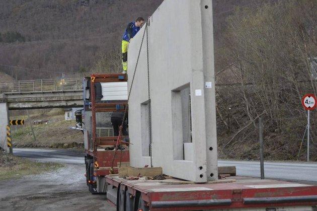 Dette traileren fra Amdal Maskin ble stående fast på floa forrige mandag. Det sto om to centimeter.