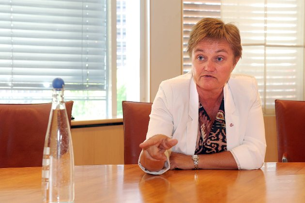 Administrasjonsminister Rigmor Aasrud (Ap) ble overrasket over måten arbeidstakerorganisasjonene gikk fram på under vårens lønnsoppgjør i offentlig sektor.