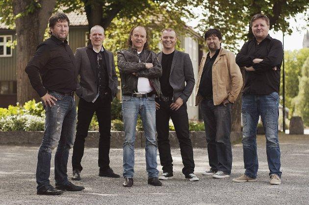 D.D.E. har holdt på i 20 år, noe som behørig feires utover sommeren også. Fra venstre Bjarne Brøndbo, Eivind Berre, Frode Viken, Arnt Egil Rånes, Eskil Brøndbo og Bård Jørgen Iversen.