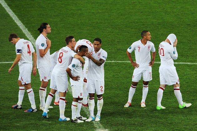 Engelskmennene må reise hjem fra fotball-EM etter 2-4 på straffespark mot Italia i søndagens kvartfinale.
