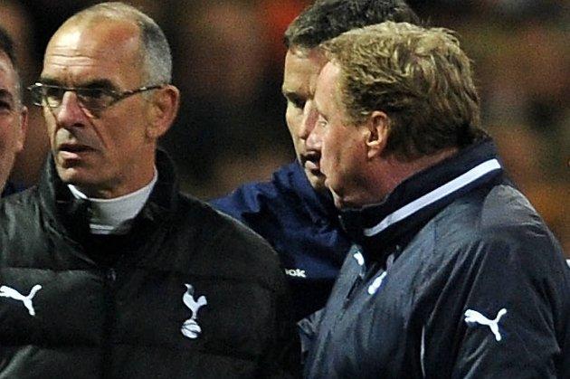 Først forsvant hovedtreneren, manager Harry Redknapp. Nå forlater også den gamle helten Joe Jordan (t.v.) Tottenham.