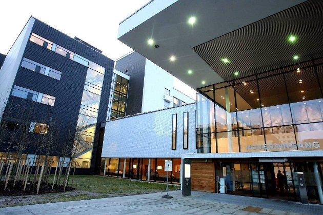Akershus universitetssykehus (Ahus) har fått frist på seg til 15. september til å redegjøre for bemanningssituasjonen ved sykehuset.