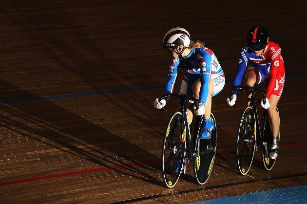 Russiske Viktoria Baranova (fremst) har avlagt positiv dopingprøve. Bak en annen Viktoria, nærmere bestemt den engelske gullfavoritten med etternavnet Pendleton.