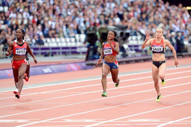Ezinne Okparaebo løp inn til 11,14 på 100 meter og satte ny norsk rekord. Kelly-Ann Baptiste og Verena Sailer gikk også videre fra forsøksheatene.