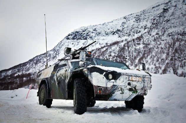 Statens vegvesen har registrert dekkeskader for over 5,4 millioner kroner etter NATO-øvelsen Cold Response i vinter. Bildet er fra Colde Response i 2009.