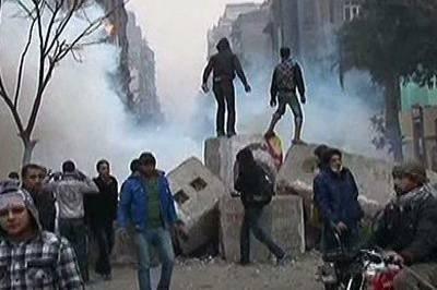 Tirsdag kveld var det skuddvekslinger mellom opprørere og egyptiske sikkerhetsstyrker blant annet i byen al-Arish. Det er uklart hvor mange som ble såret her. Dette bildet er fra tidligere kamper i Egypt.