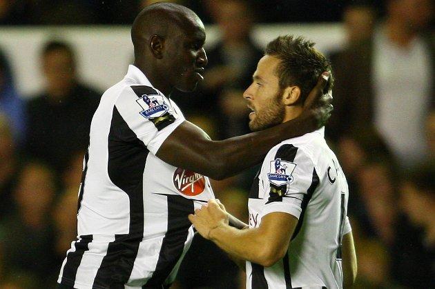 Demba Ba (t.v.) scoret begge målene for Newcastle.