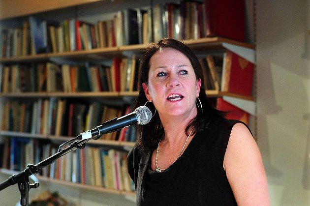 Vigdis Hjorth ble torsdag tildelt Litteraturkritikerprisen for romanen «Leve Posthornet!».