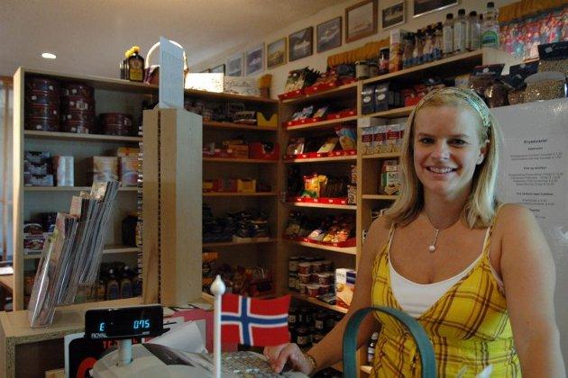 Norsk butikk. Den vesle butikken i regi av sjømannskirken omsetter norske varer for 120.000 dollar i året. Til jul er det mulig å bestille både pinnekjøtt og lutefisk. Av og til er det prestefruen som må trø til som butikkmedarbeider, forteller Anniken Hol Meling.