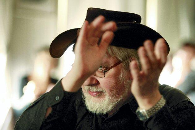 IVRIG: Geir Haarstad (65) fra Skedsmokorset er blant de trofaste gjestene når det er lørdagsblues på Kulturpuben.