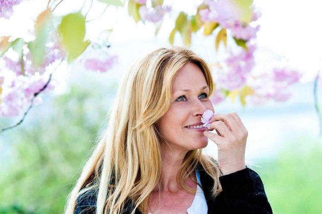 ? De er bare helt nydelige, sier Dorthe Skappel om de japanske kirsebærtrærne i Byparken. Lørdag kler hun dem på seg på «Gullruten».