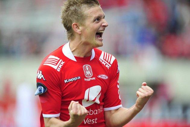 Huseklepp jubler under kampen mot Stabæk 18. juli 2010.