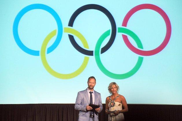 Kjetil André Aamodt og Vibeke Skofterud var konferansierer da kleskolleksjonen til den norske OL- og Paralympicstroppen til London ble presentert på Ullevaal Business Center tirsdag.