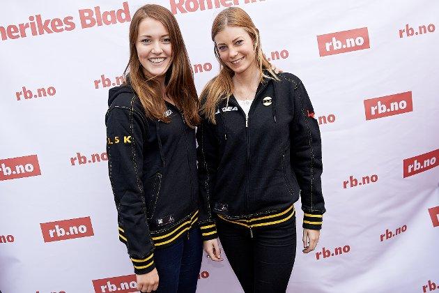 Ebba Sundberg (18) og Linnea Östberg (19), begge fra Gøteborg, vil hilse til alle gode mennesker. Foto: Dmitry K Valberg
