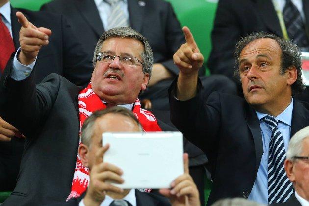 Michel Platini, her sammen med den polske presidenten Bronislaw Komorowski, er positiv til at EM vil inneha 24 lag neste gang.