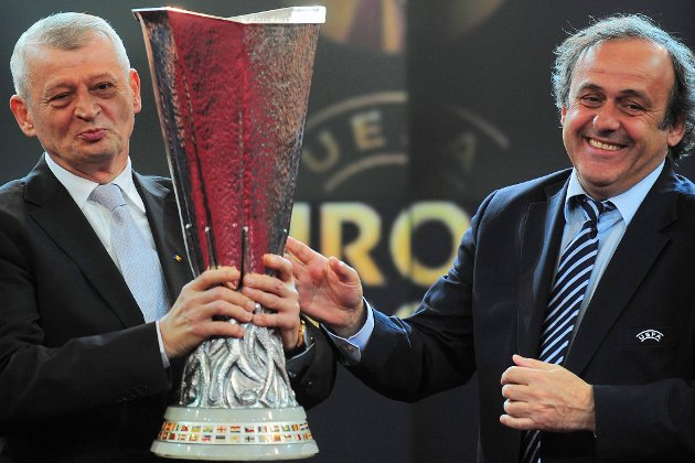 UEFA-president Michel Platini nevnte Norge først da han lørdag skulle gi eksempler på at det finnes nok sterke europeiske landslag til å ha et fullverdig sluttspill med 24 land. Her sammen med Bucharesti-ordfører Sorin Oprescu.