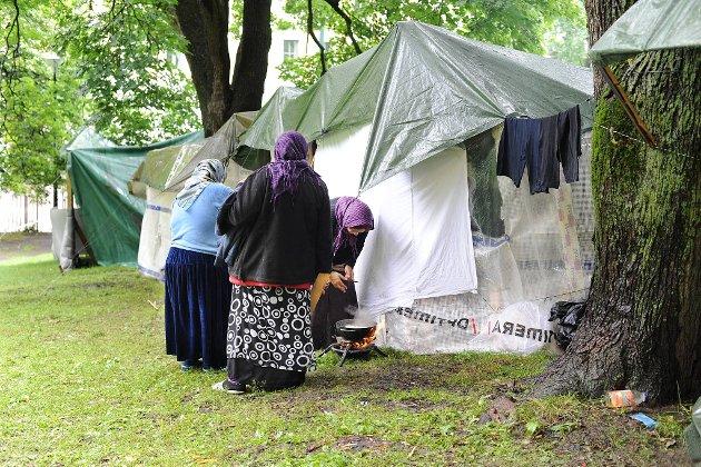 Rektor Gørild Steen ved voksenopplæringen som driver romtiltaket på Skullerud i Oslo, ønsker strengere krav til norske romfolk som får trygd fra Nav.