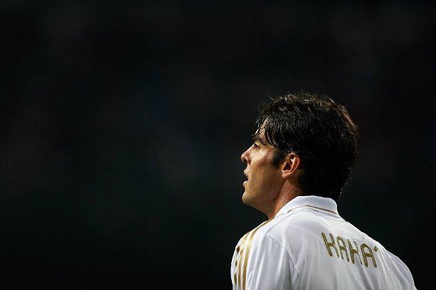 Om Kaká er Real Madrid-spiller kommende sesong er fortsatt i det blå, mener trener José Mourinho.