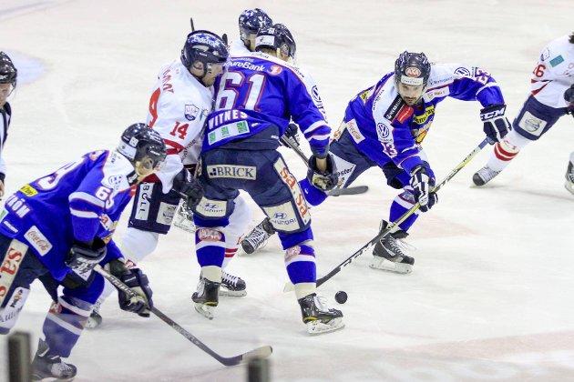 TØFF TID: Både Petter Witnes og Magnus Selvaag er med i spillerutvalget i Sparta, og sammen med de øvrige spillerne opplever de nå tøffe tider i klubben. (Tobias Nordli)