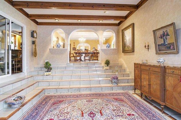 Fra innsiden av boligen. Primærrom er 432 og boligen inneholder blant annet relax-avdeling, kaldt basseng og vinkjeller.
