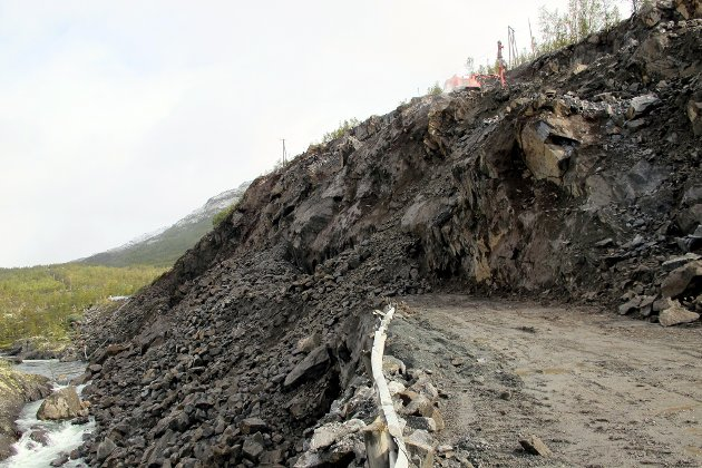 Etter at det igjen rasa i fjellskjeringa ovafor Maristova vert E16 permanent stengd dei neste vekene.