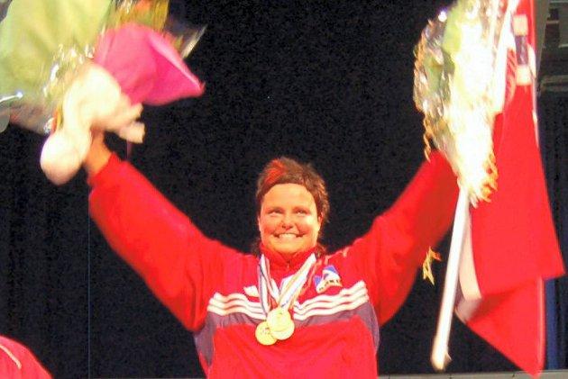 Nok en gang satte Hildeborg Juvet Hugdal verdensrekord i benkpress.