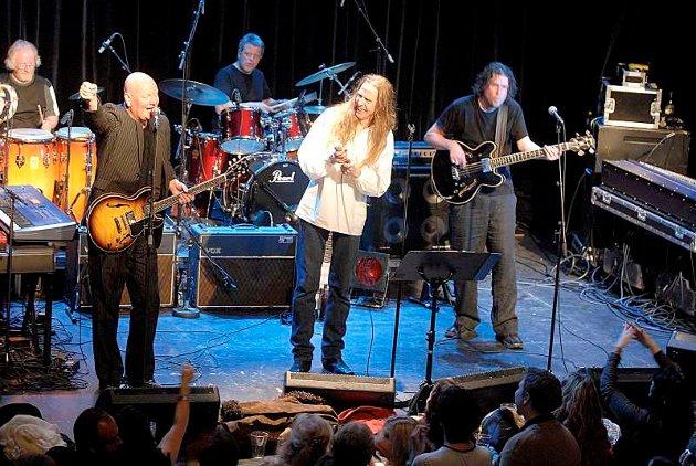 Dance With a Stranger har to konserter denne helgen. Fredag spiller de på Husnes og på lørdag er de i Grieghallen.