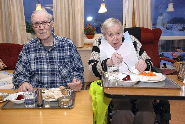 LENGE SIDEN: Ekteparet Wiktor Hansen og Mossa Hansen gledet seg over at de endelig fikk ferskfisk, noe de ikke hadde spist på lenge.