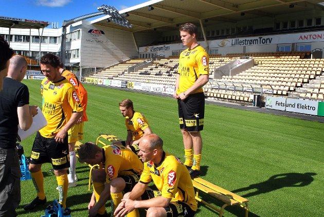 PÅ PLASS: Da LSK skulle ta sesongens offisielle lagbilde tirsdag var Björn Bergmann Sigurdarson først klar til fotogra-fering.