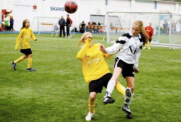 Jentene inntar Blåbyhallen på Sortland i helga. (Arkivfoto)
